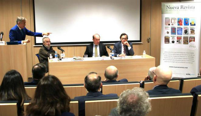 Los ponentes, durante el evento organizado por Nueva Revista.