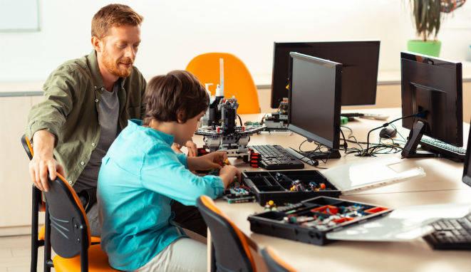 Los niños de la sociedad actual son nativos digitales y, por lo tanto, la educación debe adaptarse a esta circunstancia.