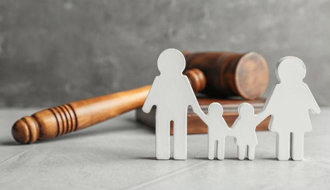 Un abogado de familia es un experto en la parte del Derecho Civil que regula las relaciones entre los miembros de una familia.