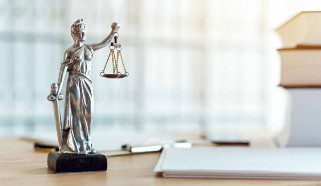 La principal misión de los fiscales es la defensa de la legalidad pública.