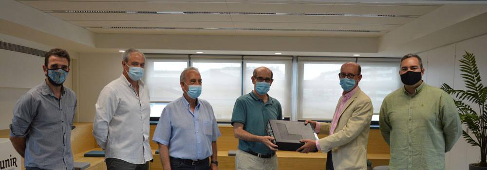 Donación ordenadores Los Boscos